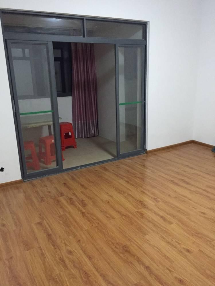出售东方星城B区3室2厅2卫105平米86万住宅