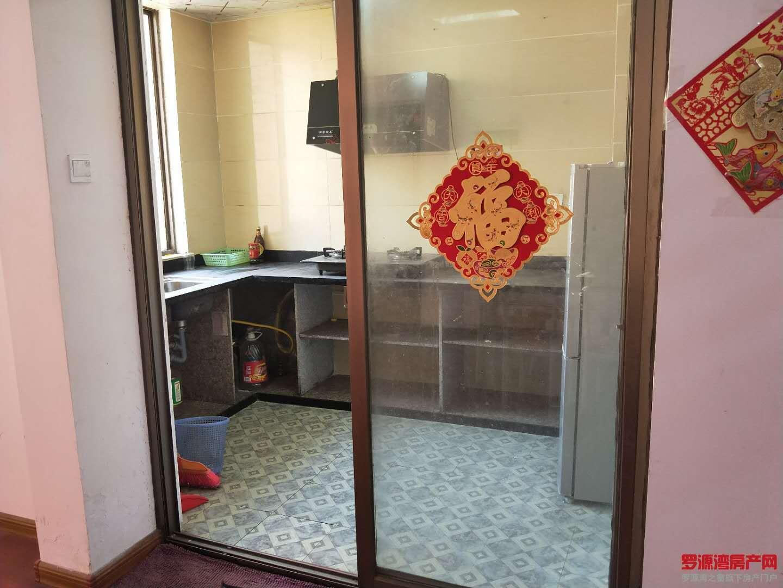 滨海新城 罗富苑 三房简单出租装修 1300一个月 半年起租