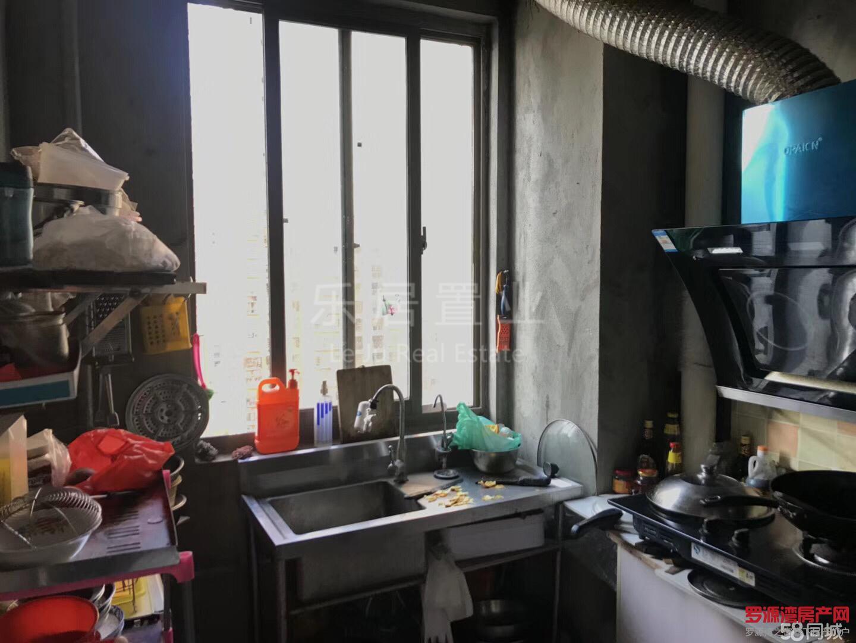 滨海新城标准大四房,毗邻购物中心简单装修仅售70万,欲购从速