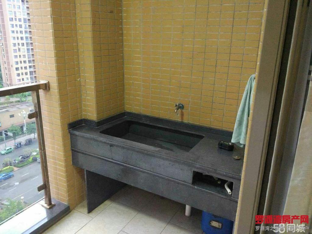 2区罗昌苑房出租元,环境干净整洁,采光足