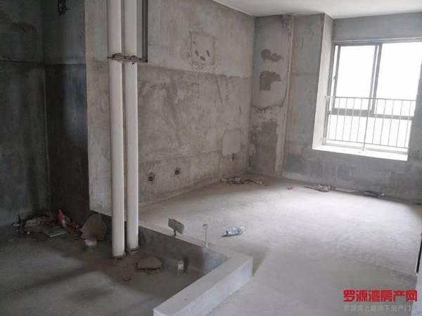 出售罗盛苑 3区 3室2厅2卫126平米57万住宅
