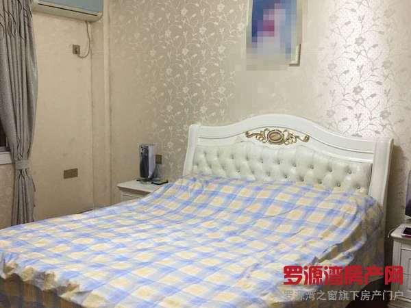 出售新街学区房,划片实小,117平,精装,65万。