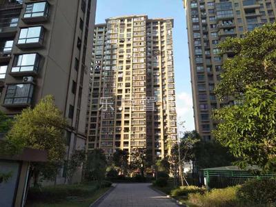 购物商圈旁 65平 单身公寓改两房 没有一丝浪费 房东诚意卖