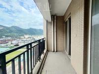 出售一线海景房 双阳台 采光超级好107平 首付10万的大三房