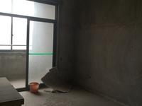 连接复式楼,适用面积185平,带个小露台。