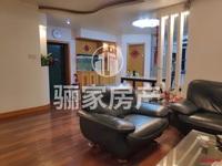 川景花园,单价不到4300,4房138平售60万,房内装修保护好,木地板倍儿亮