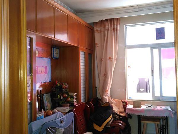 出售川景花园4室2厅2卫143平米52万住宅