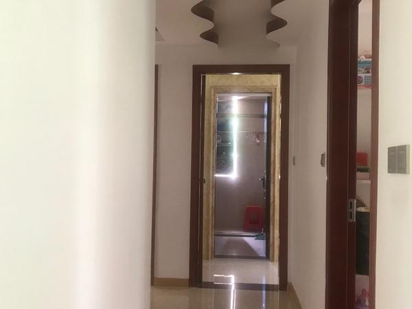 聚财房中上装,房东准备出国家具电器全送,无排位价格可谈看房13599808811