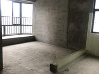 香缇半岛3房2厅2卫,小区环境优美,干净整洁。